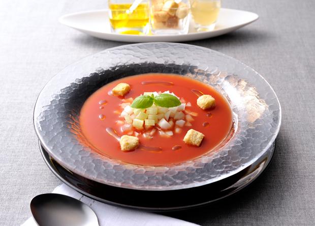 レシピ:トマトジュースとバジルの簡単冷製スープ